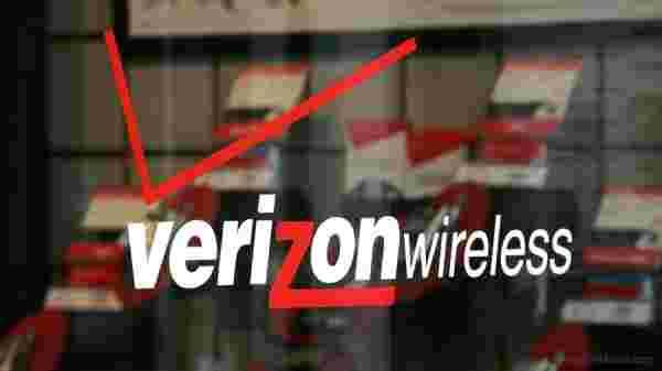 verizon的大红色促销在智能手机上提供50%的折扣