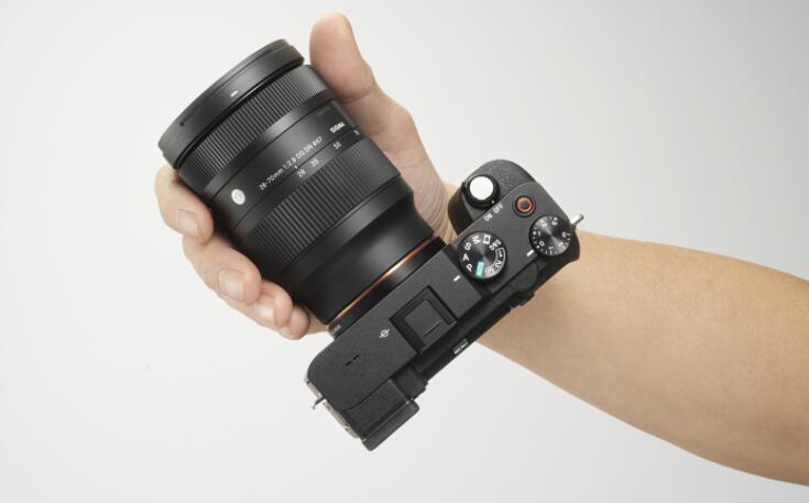 适马增加了轻巧的28-70mm F2.8镜头以用于无反光镜